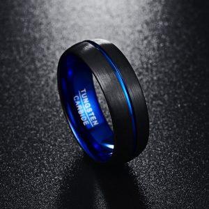 Anneau 8mm noir et bleu en carbure de tungstène avec reflets bleus et aspect titane noir brossé