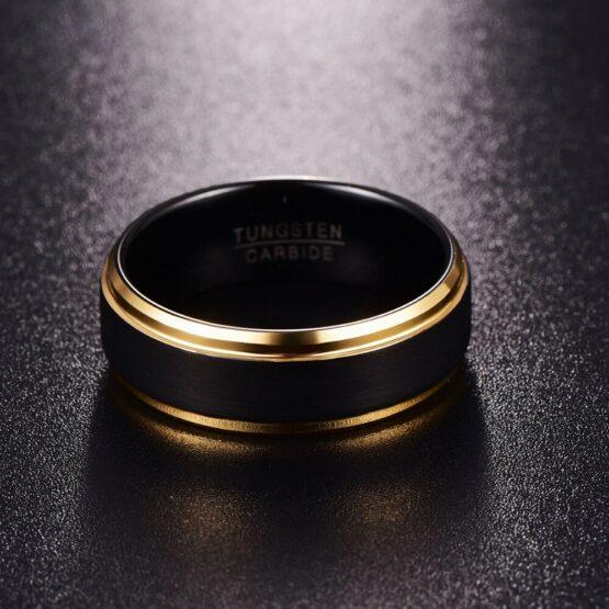 Anneau 8mm noir et or en carbure de tungstène style design fashion mode titane et carbone