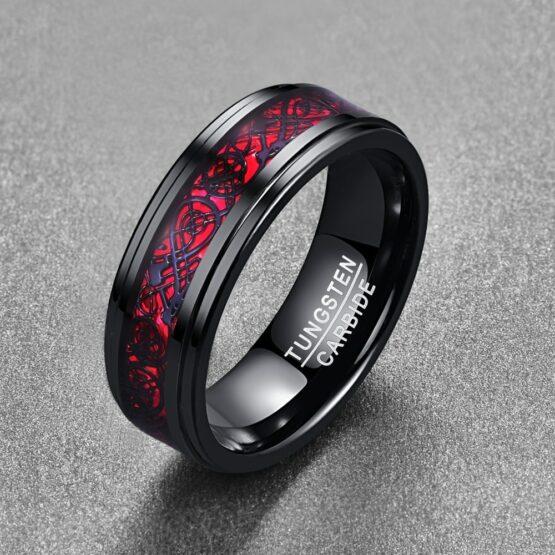 Anneau rouge et noir en carbure de tungstene avec symboles runiques gravés couleur carbone