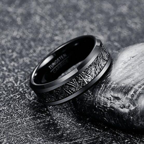 Anneau noir en carbure de tungstène avec style fibre de carbone