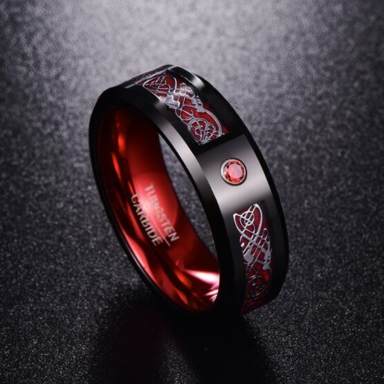 Anneau 8mm noir et rouge en carbure de tungstène couleur carbone avec motif runiques blanc incrusté collection Ruby