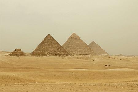 Cadre sur la pyramide de Khéops, Egypte.