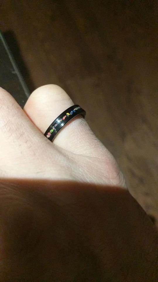 bague ou anneau homme urban rings design carbure de tungstène avec gravure et pierres opaline
