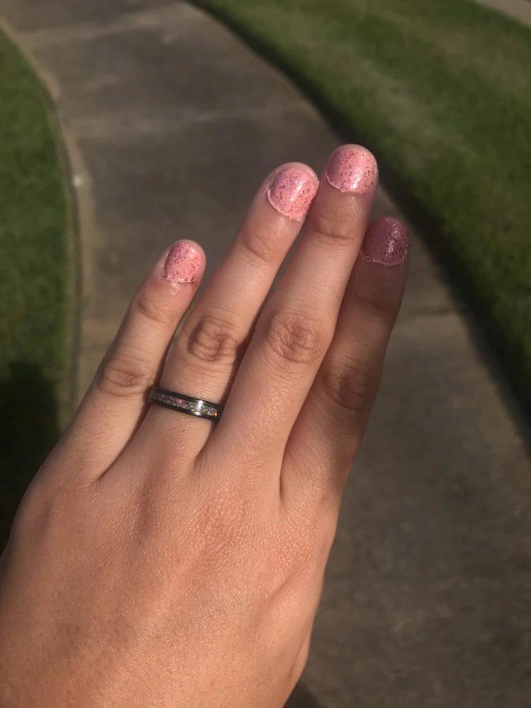 anneau bague design carbure de tungstène rose avec pierres incrustés opaline coloré