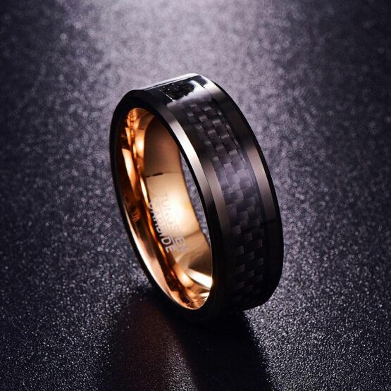 Bague homme en carbure de tungstène couleur or avec fibre de carbone noire